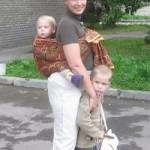 Ношение на животе и на спине или «почему у мам болит спина?»