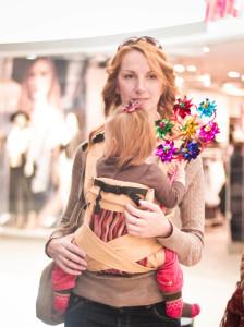 Мама с ребенком может ходить по магазинам