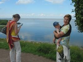 Мама и бабушка со слингом